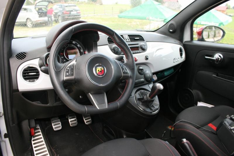Drive test cu fiat 500 abarth andra zaharia for Interior 500 abarth